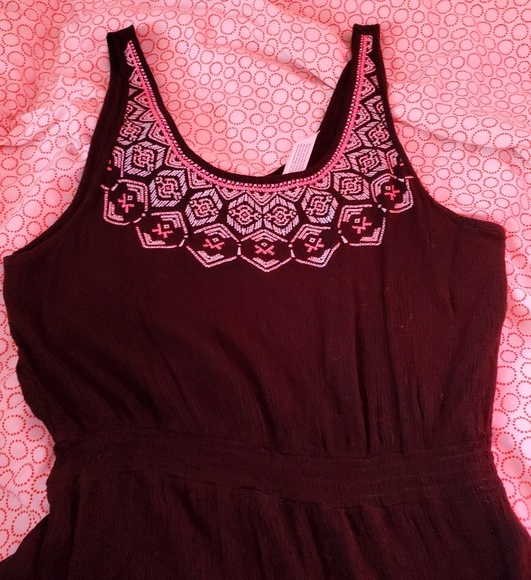 Aeropostale Dresses & Skirts - Black dress with colorful design